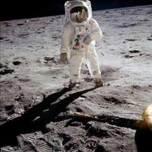 ZZZ-Astronauta en la Luna